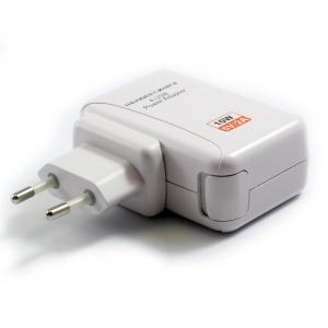 Universal Travel adapter 4 Port USB White